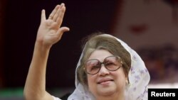 FILE - Bangladesh Nationalist Party Chairperson Begum Khaleda Zia waves to activists as she arrives for a rally in Dhaka, Jan. 20, 2014.