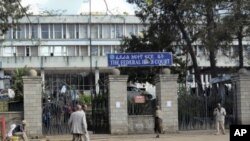 Pedestrians walk past the Federal High Court building in Addis Ababa, Ethiopia, November 1, 2011.