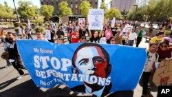 鳳凰城活動團體反對奧巴馬的遣返政策(資料圖片)