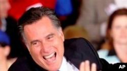 A alegria de ganhar. Mitt Romney celebra com apoiantes a sua vitória na Florida