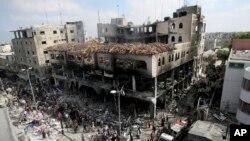 اسرائیلی بمباری سے تباہ ہونے والے غزہ کے ایک بازار کا منظر