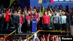 Perezida Maduro afata ijambo nyuma y'itora ari kumwe n'abamushyigikiye