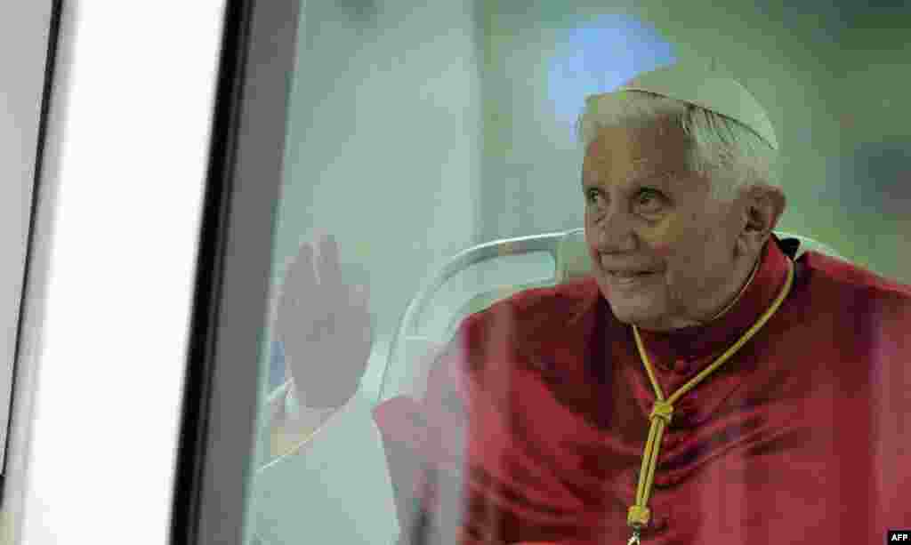 Pope Benedict XVI waves to the crowd during his visit in Barcelona, Spain, Sunday, Nov. 7, 2010. The Pope visit the city of Barcelona to consecrate La Sagrada Familia church. (AP Photo/Manu Fernandez)