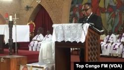 Le professeur Isidore Ndaywel, membre du comité laïc de coordination, initiateur de la messe, Kinshasa, RDC, 16 mars 2018. (VOA/Top Congo FM)