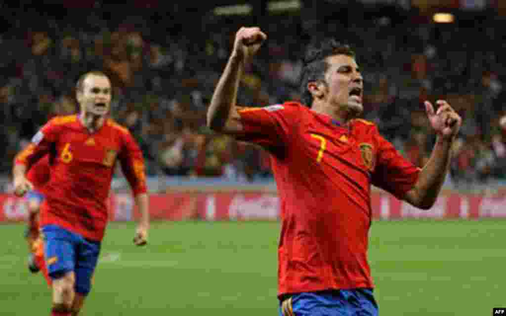 Spain's David Villa, center, celebrates after scoring the opening goal during the World Cup round of 16 soccer match between Spain and Portugal at the Green Point stadium in Cape Town, South Africa, Tuesday, June 29, 2010. (AP Photo/Matt Dunham)