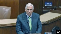 沃尔夫议员在国会发言