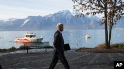 2015年3月3日美国国务卿克里星期二前去与伊朗外长穆罕默德·贾瓦德·扎里夫举行新一轮核谈判