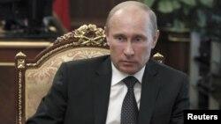 Kuchga kirishi uchun qaror avval Dumadan, keyin federal kengashdan o'tishi kerak.