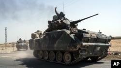 Quân đội Thổ Nhĩ Kỳ tiến về biên giới Syria, ở Karkamis, Thổ Nhĩ Kỳ, 27/8/2016.