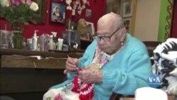 Як 106-річна каліфорнійська бабуся вакцинувалася проти коронавірусу. Відео