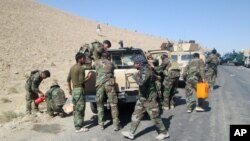 Forças do exército afegão a caminho de Kunduz