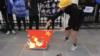 港人在中國駐英大使館前燒五星紅旗 使館稱已報警