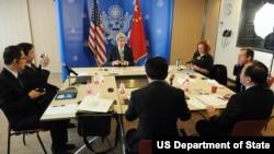 克里国务卿2014年2月15日在中国会见中国记者和博客作家(美国国务院网站照片)