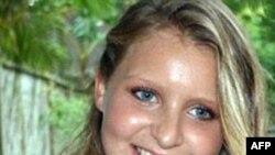 Cô Madeleine Pulver, 18 tuổi, đã bị một kẻ đột nhập mang mặt nạ gài một thiết bị vào cổ hôm 3/8/2011