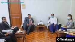 ျမန္မာ ႏိုင္ငံျခားေရးဝန္ႀကီးဌာန၊ မဟာဗ်ဴဟာေလ့လာေရးႏွင့္ ေလ့က်င့္ေရးဦးစီးဌာန၊ ၫႊန္ၾကားေရး မႉးခ်ဳပ္ ဦးေအာင္ျမင့္ ႏွင့္ ျမန္မာႏိုင္ငံဆိုင္ရာ မေလးရွားသံအမတ္ႀကီး Mr. Datuk Zahairi Bin Baharim (ဓါတ္ပံု- Ministry of Foreign Affairs Myanmar)