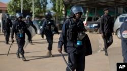 Les forces de sécurité gambiennes massivement déployées à Banjul, Gambie, 5 décembre 2016.