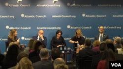 Bivši američki diplomata Rozmari Di Karlo i crnogorski ministar spoljnih poslova Srđa Darmanović na konferenciji Atlantskog saveta.
