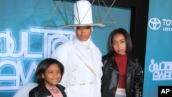 FILE - Erykah Badu poses with her daughters at 'The Soul Train Awards' at Orleans Arena in Las Vegas, Nevada. (Raoul Gatchalian/STAR MAX/IPx)