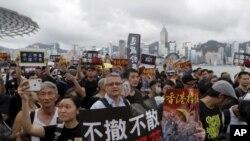 香港7月7日繼續爆發大規模遊行,爭取中國遊客支持。圖片來源:美聯社