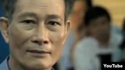 Blogger Ðiếu Cày Nguyễn Văn Hải trong phiên tòa ngày 24/9/2012