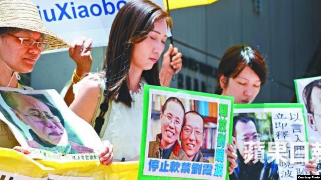 香港星期三再有多個團體到中聯辦抗議,要求釋放劉曉波(蘋果日報圖片)