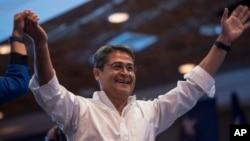 En un comunicado, el Departamento de Estado felicitó al presidente de Honduras Juan Orlando Hernández por su victoria electoral.