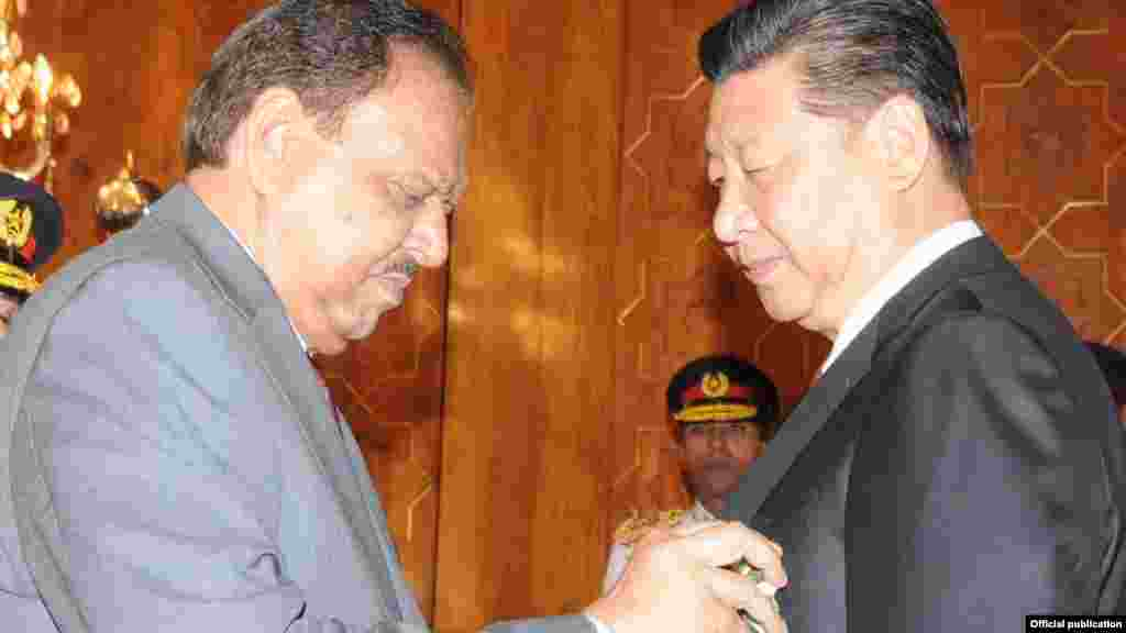 صدر شی جنپنگ کو پاکستان کے اعلیٰ ترین سول اعزاز 'نشان پاکستان' سے نوازا گیا ہے۔