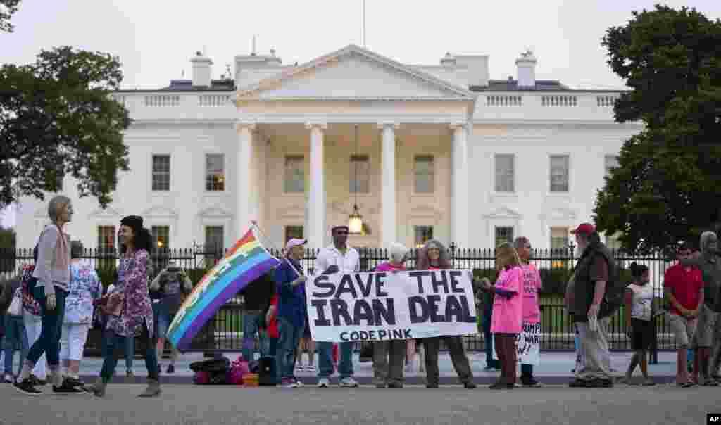 گروه کوچکی از طرفداران حفظ توافق هسته ای موسوم به برجام مقابل کاخ سفید در پایتخت آمریکا