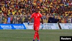 Le gardien nigérian Enyeama quitte le terrain après avoir battu l'Ethiopie 2 -1 lors de son match de qualification à la Coupe du monde 2014.