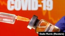 """""""COVID ကာကြယ္ေဆး"""" လို႔ေရးထားတဲ့ ပုလင္းတခု။ (ဧၿပီ ၁၀၊ ၂၀၂၀)"""
