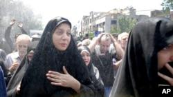 Dalam foto 9 Juni 2017 ini, warga Iran menghadiri pemakaman korban serangan militan ISIS di Teheran, Iran. (Foto: dok).