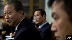 지난 2월 미국 뉴욕 유엔본부에서 열린 회의에 북한대표부 외교관들이 참석했다. 왼쪽부터 장일훈 대사, 김성 참사관, 권정근 참사. (자료사진)