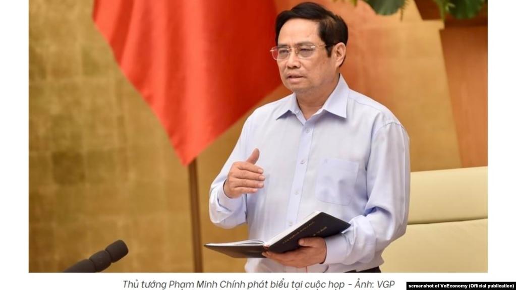 Thủ tướng Việt Nam Phạm Minh Chính trong một cuộc họp về phòng chống dịch COVID-19, 29/8/2021.