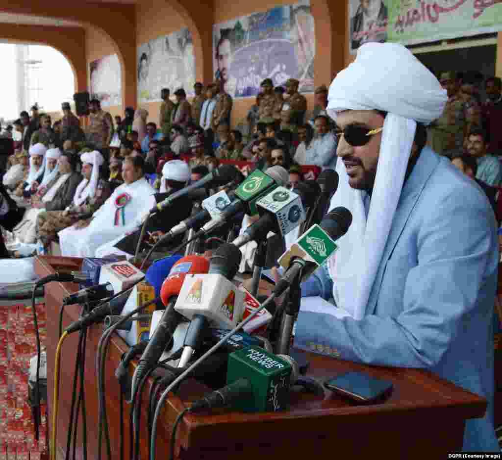 وزیر اعلیٰ بلوچستان میر عبدالقدوس بذنجو سبی میلہ 2018 کی افتتاحی تقریب سے کر رہے ہیں