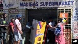 Pillage dans un magasin de la banlieue de Johannesburg, le 2 septembre 2019.