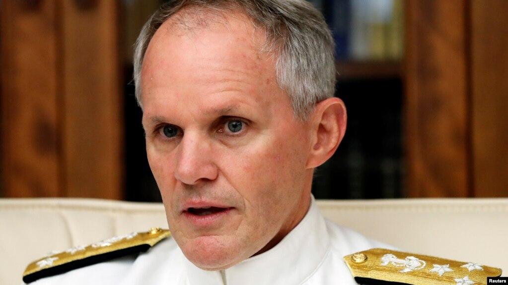 Phó Đô đốc Phillip G. Sawyer.