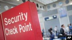美國加強機場安全檢查。