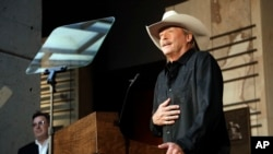 Singer and songwriter Alan Jackson speaks after it was announced, April 5, 2017, in Nashville, Tennessee, that he is one of the 2017 inductees into the Country Music Hall of Fame along with songwriter Don Schlitz and the late singer and songwriter Jerry Reed.