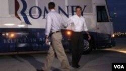 ທ່ານ Mitt Romney ແລະ ທ່ານ Paul Ryan ແຍກກັນໄປອອກຫາສຽງ