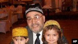 Chikagodagi O'zbek-Amerika Uyushmasi raisi Sirojiddin Nasafiy va jamoa farzandlari