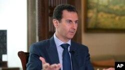 Tư liệu - Tổng thống Syria ông Bashar Assad nói chuyện với hãng tin AP tại Phủ Tổng thống, thủ đô Damascus, Syria.