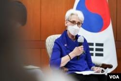 웬디 셔먼 미국 국무부 부장관이 23일 서울 외교부 청사에서 최종건 한국 외교부 1차관과 제9차 외교차관 전략대화를 마친 뒤 약식 기자회견을 했다.