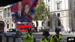 Publiku britanik i ndarë rreth dasmës mbretërore