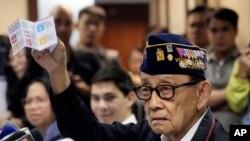 '남중국해 특사'로 홍콩을 방문중인 피델 라모스 전 필리핀 대통령이 12일 현지에서 기자회견을 진행하고 있다.