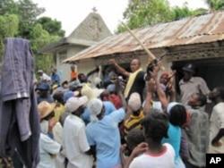 Free tool distribution near Petit-Goâve, Haiti.