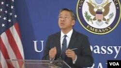 Ambasadori amerikan Donald Lu