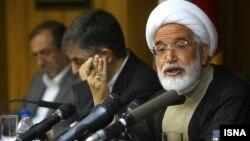 مهدی کروبی، یکی از دو نامزد معترض به نتایج انتخابات سال ۸۸، اخیرا در نامه ای خواست دادگاه او به طور علنی برگزار شود