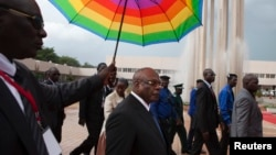 Mali's President-elect Ibrahim Boubacar Keita (C) arrives at his swearing-in ceremony in Bamako, Mali, Sept. 4, 2013.
