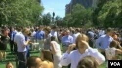 Na hiljeda ljudi iz washingtonskih ureda spas od zemljotresa potražilo je u gradskom parku