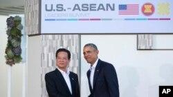 奧巴馬(右)歡迎越南總理阮晉勇(左)